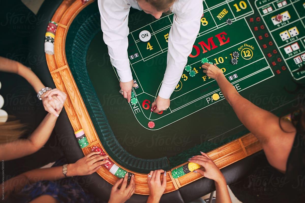 casino dealer 2021